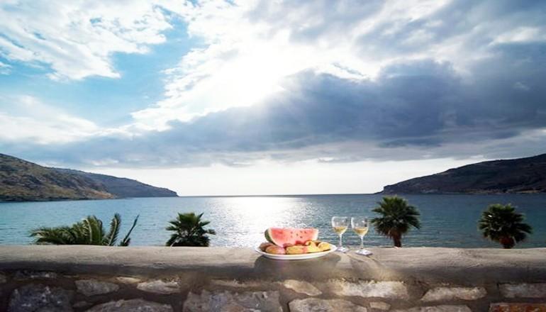 Πάσχα, Πρωτομαγιά και Αγίου Πνεύματος στο Οίτυλο Μάνης, στο Itilo Hotel! Απολαύστε 4 ημέρες/ 3 διανυκτερεύσεις ΚΑΙ για τα 2 Άτομα σε δίκλινο δωμάτιο Sea Side View με Πρωινό! Προσφέρεται Welcome Drink! Παρέχεται Early check in και Late check out κατόπιν διαθεσιμότητας!