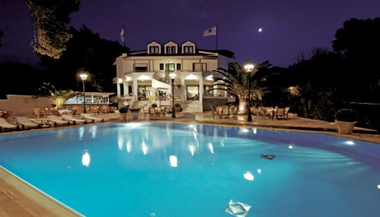Καθαρα Δευτερα μια ανασα απο την Πατρα, στο Poseidon Hotel! Απολαυστε 3 ημερες / 2 διανυκτερευσεις ΚΑΙ για τα 2 Άτομα ΚΑΙ ενα Παιδι εως 12 ετων με Ημιδιατροφη (Πρωινο Αμερικανικου τυπου σε Μπουφε και Γευμα η Δειπνο), σε δικλινο δωματιο, μονο με 180€ απο 360€ (Έκπτωση 50%)! Κατα τη διαρκεια των γευματων προσφερεται Νερο και Αναψυκτικο η ενα ποτηρι Κρασι η μια Μπυρα ανα ατομο καθως και Late check out κατοπιν διαθεσιμοτητας! Υπαρχει δυνατο…