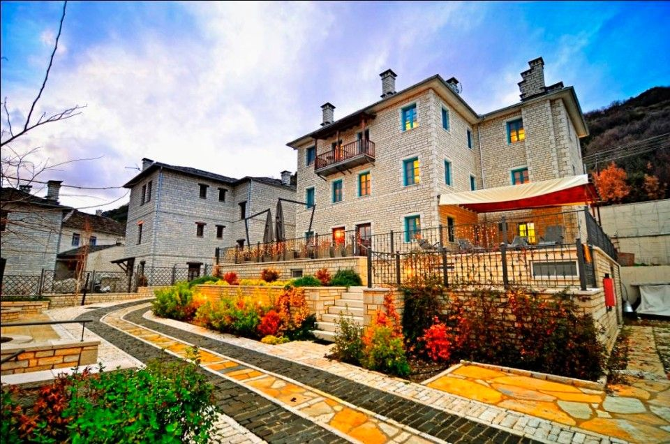 4* Zagori Suites - Bίτσα, Ζαγόρι ✦ 2 Ημέρες (1 Διανυκτέρευση) ✦ 2 άτομα ✦ Πρωινό ✦ 01/10/2020 έως 19/12/2020 ✦ Υπέροχη Τοποθεσία!
