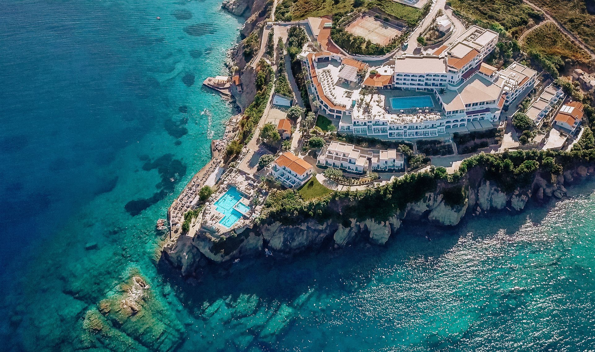 4* Peninsula Resort & Spa Crete - Αγία Πελαγία, Κρήτη ✦ 2 Ημέρες (1 Διανυκτέρευση) ✦ 2 άτομα + 1 παιδί έως 11 ετών ✦ Ημιδιατροφή ✦ 27/08/2020 έως 20/09/2020 ✦ Μπροστά στην Παραλία!