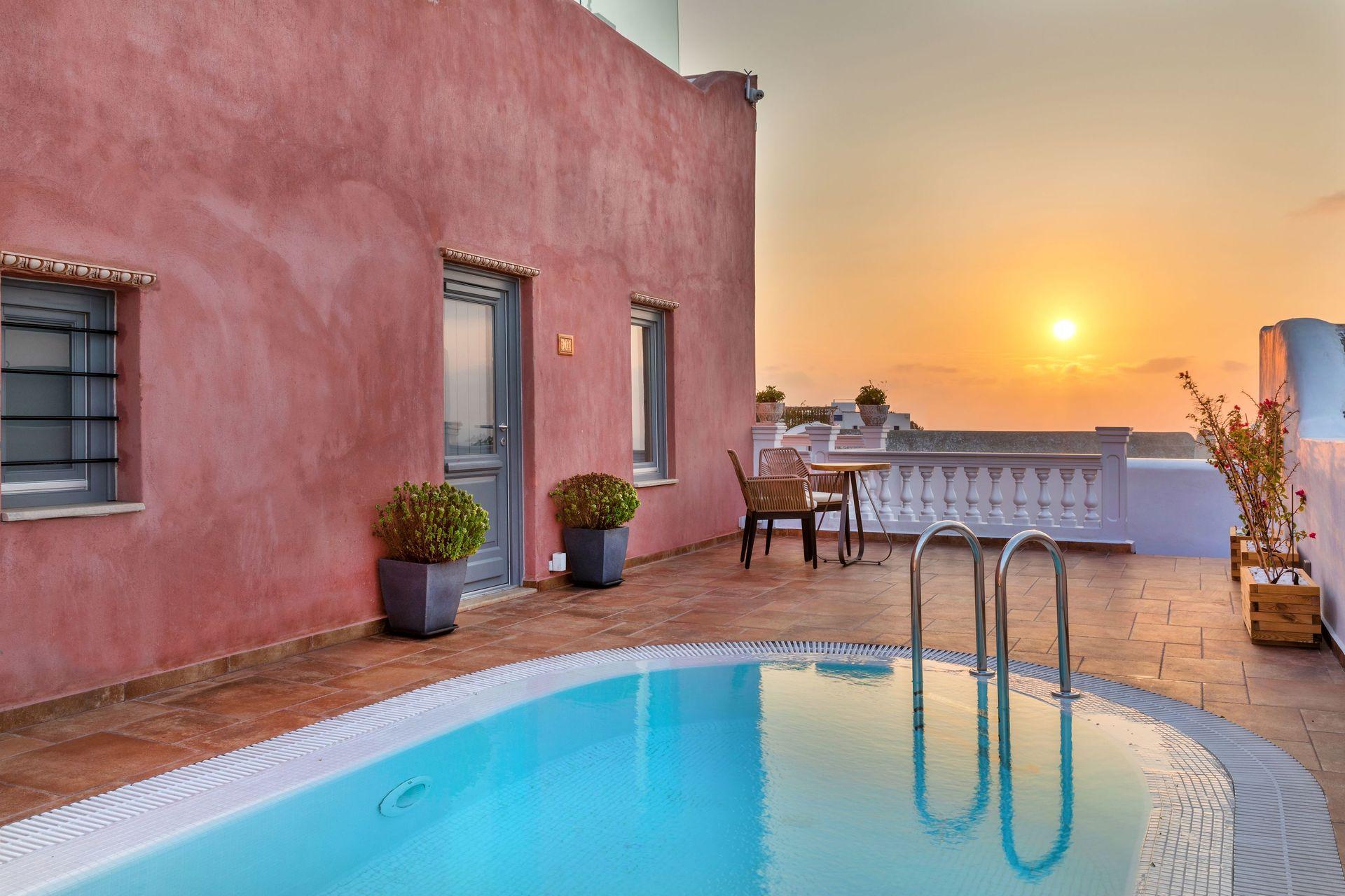 Tramonto Secret Villas - Σαντορίνη ✦ 2 Ημέρες (1 Διανυκτέρευση) ✦ 2 άτομα ✦ Πρωινό ✦ 10/07/2020 έως 30/09/2020 ✦ Υπέροχη Τοποθεσία!