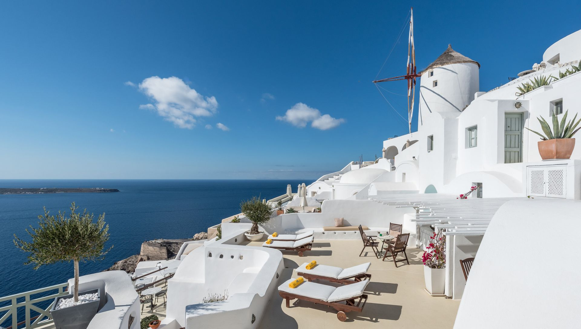 4* Fanari Villas Santorini - Σαντορίνη ✦ 2 Ημέρες (1 Διανυκτέρευση) ✦ 2 άτομα ✦ Πρωινό ✦ 01/07/2020 έως 30/09/2020 ✦ Υπέροχη Τοποθεσία!