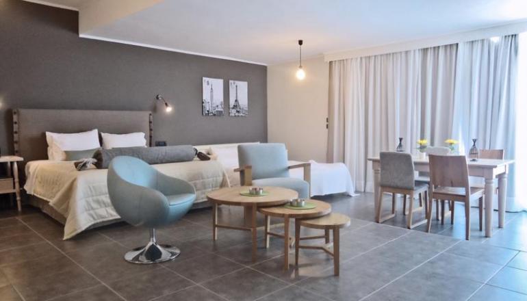 Εορτές στο Amphitryon Boutique Hotel, στην Ρόδο! Απολαύστε 3 ημέρες / 2 διανυκτερεύσεις ΚΑΙ για τα 2 Άτομα KAI ένα Παιδί έως 14 ετών, με Ημιδιατροφή (Πρωινό και Βραδινό) σε δίκλινο δωμάτιο, μόνο με 122€ από 244€ ( Έκπτωση 50%)! Υπάρχει δυνατότητα επιπλέον διανυκτέρευσης! εικόνα