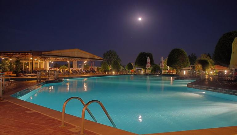 4* Grand Platon Hotel - Παραλία Κατερίνης ✦ -42% ✦ 3 Ημέρες (2 Διανυκτερεύσεις) ✦ 2 Άτομα ΚΑΙ Ένα Παιδί Έως 12 Ετών ✦ All Inclusive ✦ 10/07/2019 Έως 29/08/2019 ✦ Δωρεάν Ξαπλώστρες Και Ομπρέλες Στην Πισίνα!
