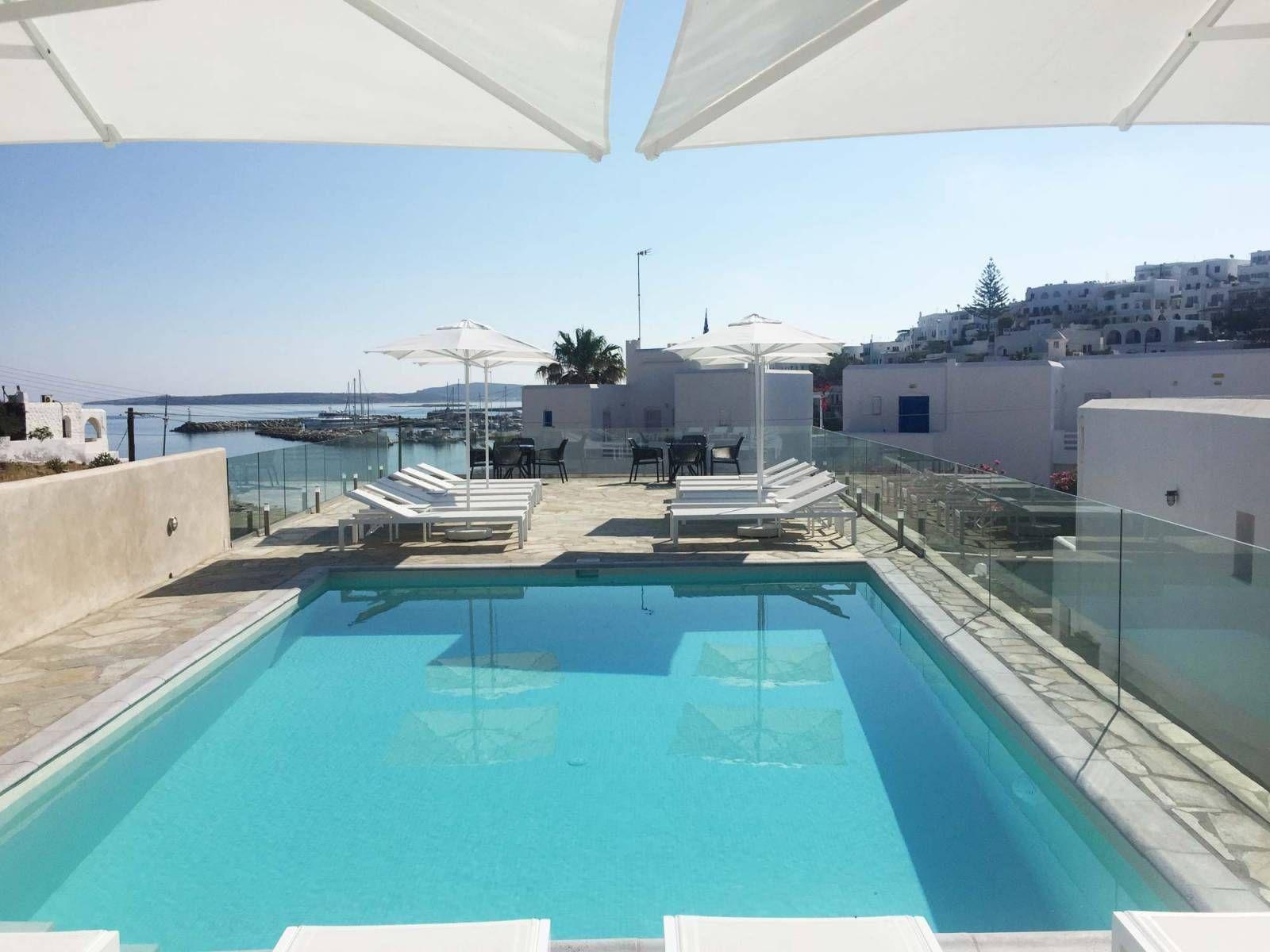 Adonis Hotel & Apartments - Πάρος ✦ 2 Ημέρες (1 Διανυκτέρευση) ✦ 2 άτομα ✦ Πρωινό ✦ έως 30/06/2021 ✦ Κοντά στην Παραλία!