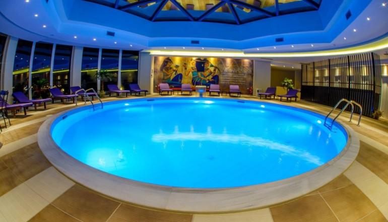 119€ απο 238€ ( Έκπτωση 50%) ΚΑΙ για τις 3 ημερες / 2 διανυκτερευσεις ΚΑΙ για τα 2 Άτομα ΚΑΙ ενα Παιδι εως 12 ετων στα Ιωαννινα, στο 4 αστερων AAR Hotel & Spa, σε Executive δικλινο δωματιο με Πρωινο σε Μπουφε! Παρεχεται Υδροθεραπεια και Ελευθερη χρηση του Γυμναστηριου καθημερινα καθως και Δωρεαν μεταφορα απο και προς το αεροδρομιο! Προσφερεται Welcome Drink στο δωματιο κατα την αφιξη καθως και Early check in στις 10:00 και Late check ou…