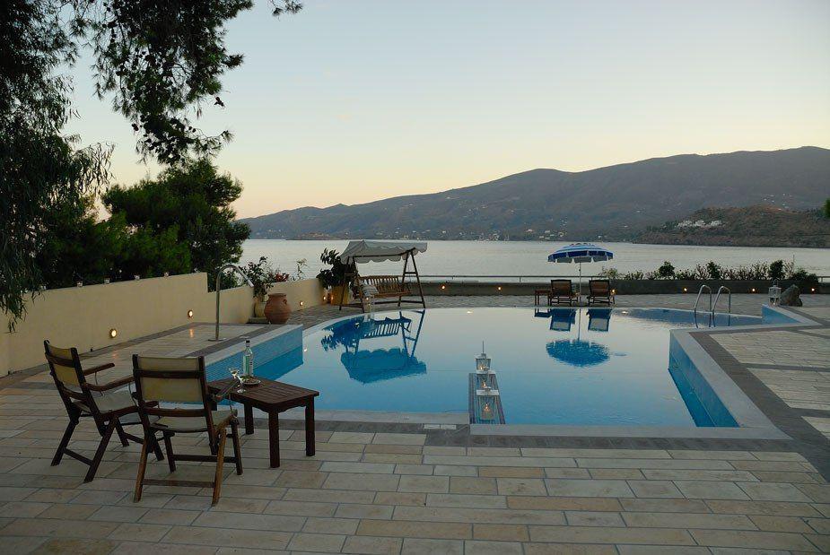 Golden View Beach Hotel - Πόρος ✦ 3 Ημέρες (2 Διανυκτερεύσεις) ✦ 3 άτομα ✦ Χωρίς Πρωινό ✦ 24/08/2020 έως 27/09/2020 ✦ Ιδιωτική Παραλία!