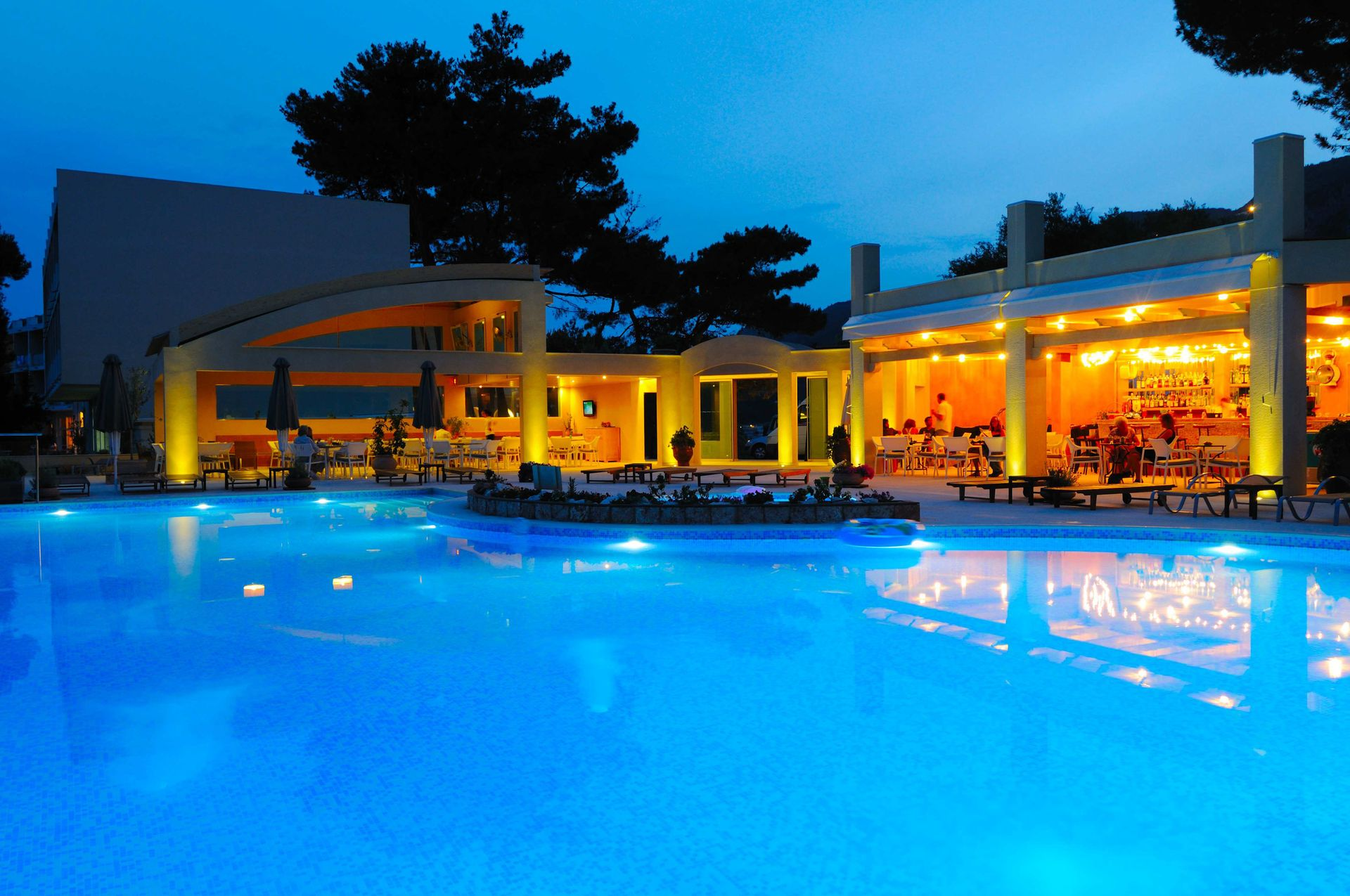 4* Akrotiri Beach Hotel - Κέρκυρα ✦ 8 Ημέρες (7 Διανυκτερεύσεις) ✦ 2 άτομα ✦ Πρωινό ✦ 26/08/2020 έως 30/09/2020 ✦ Μπροστά στην Παραλία!