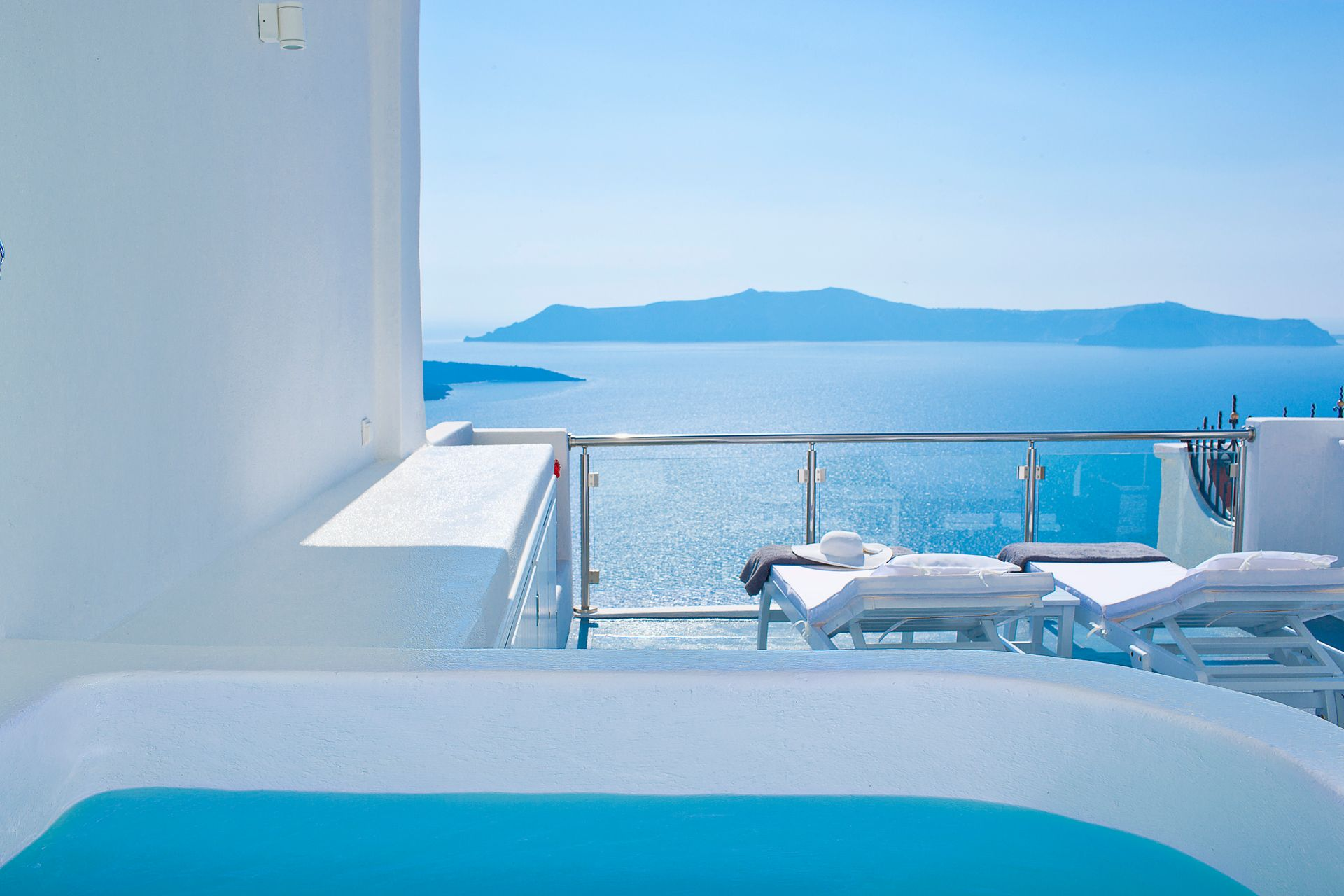 4* Asteras Villas Santorini - Σαντορίνη ✦ 2 Ημέρες (1 Διανυκτέρευση) ✦ 2 άτομα ✦ Πρωινό ✦ έως 20/09/2020 ✦ Υπέροχη Τοποθεσία!
