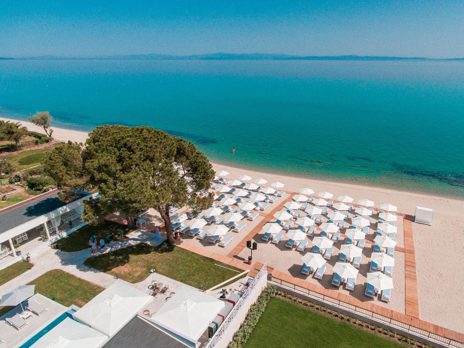 Laguna Resort - Χανιώτη, Χαλκιδική ✦ 6 Ημέρες (5 Διανυκτερεύσεις) ✦ 2 άτομα + 1 παιδί έως 11 ετών ✦ Πρωινό ✦ 01/07/2021 έως 31/07/2021 ✦ Μπροστά στην Παραλία!
