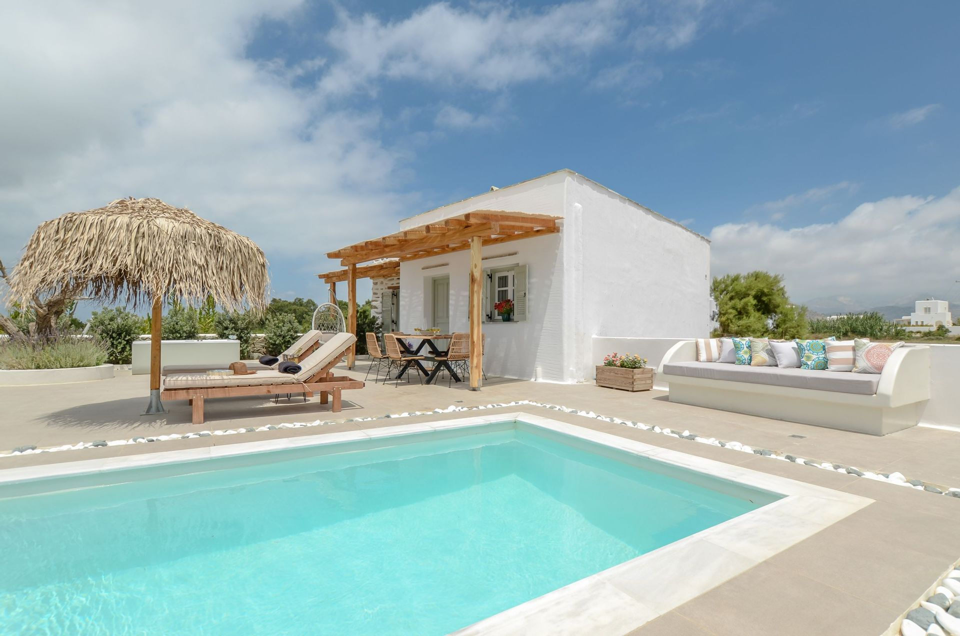 Naxos Finest Villa - Νάξος ✦ 2 Ημέρες (1 Διανυκτέρευση) ✦ έως 4 άτομα ✦ Πρωινό ✦ 01/07/2021 έως 31/07/2021 ✦ Κοντά σε παραλία!