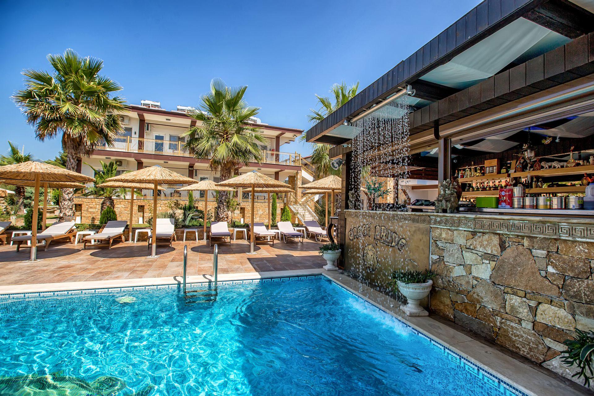 Greek Pride Hotel & Apartments - Παραλία Φούρκας, Χαλκιδική ✦ 3 Ημέρες (2 Διανυκτερεύσεις) ✦ 2 άτομα ✦ Χωρίς Πρωινό ✦ 01/09/2021 έως 30/09/2021 ✦ Μπροστά στην παραλία!