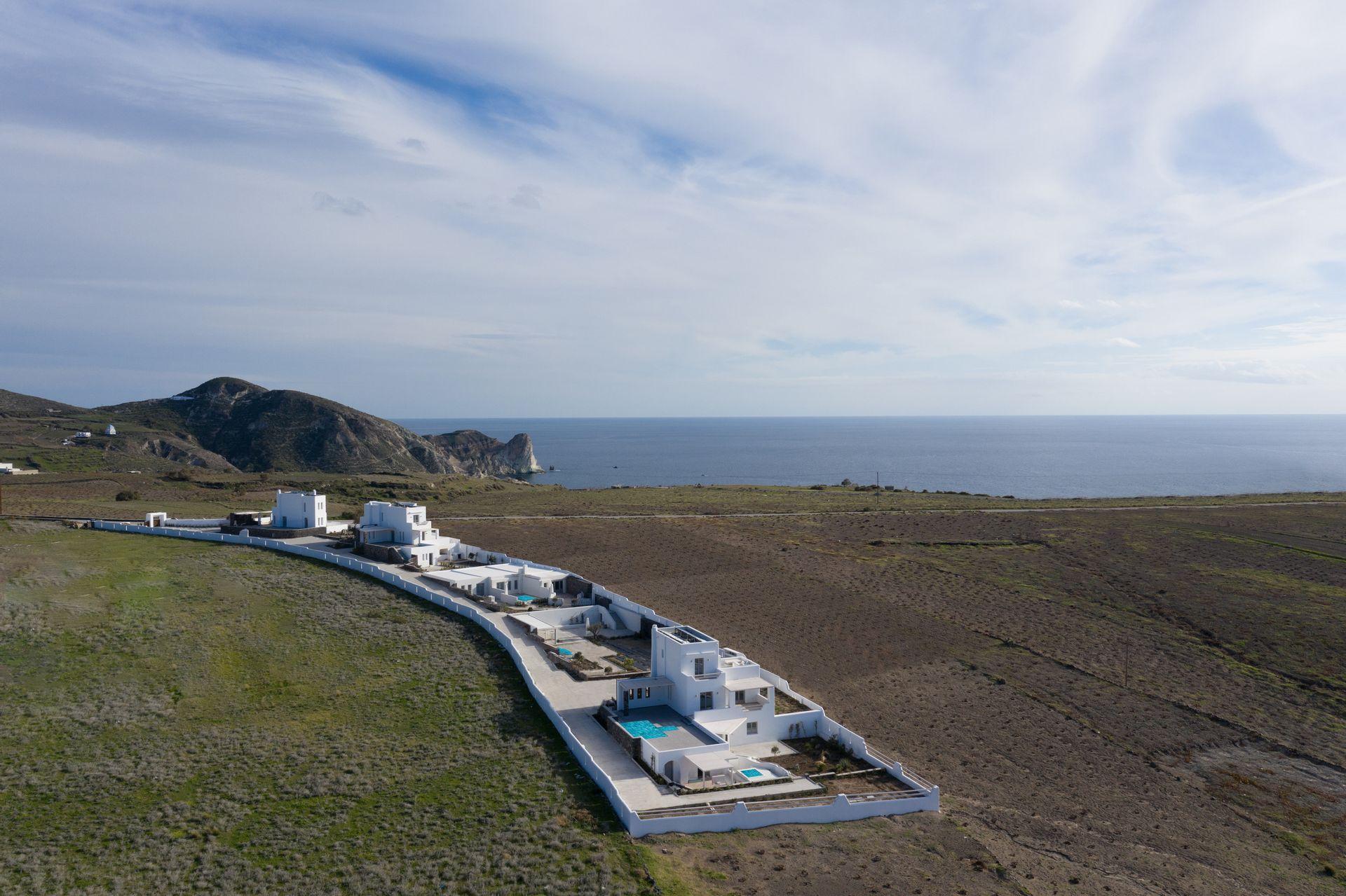 La Ponta Villas - Σαντορίνη ✦ 2 Ημέρες (1 Διανυκτέρευση) ✦ 2 άτομα ✦ Πρωινό ✦ 01/08/2021 έως 30/09/2021 ✦ Υπέροχη Τοποθεσία!