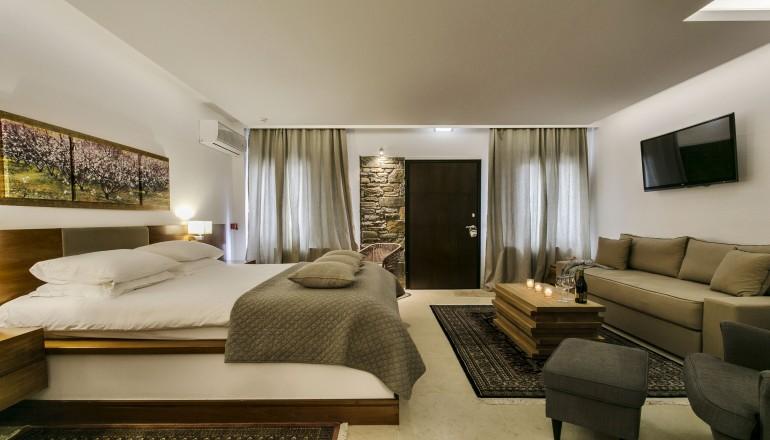 269€ απο 538€ ( Έκπτωση 50%) ΚΑΙ για τις 3 ημερες / 2 διανυκτερευσεις ΚΑΙ για τα 2 Άτομα KAI 2 Παιδια εως 7 ετων, στο 5 αστερων 12 Months Luxury Resort με Ημιδιατροφη (Πρωινο και Δειπνο) σε Deluxe Suite με Τζακι, στην Τσαγκαραδα Πηλιου! Προσφερεται Ποτο Καλωσορισματος, Καθημερινη Ωριαια Χρηση του Spa (Sauna, Hamam, Jacuzzi) καθως και μια Θεραπεια Μασαζ πλατης διαρκειας 25 λεπτων! Παρεχεται Early check in και Late check out κατοπιν διαθε…