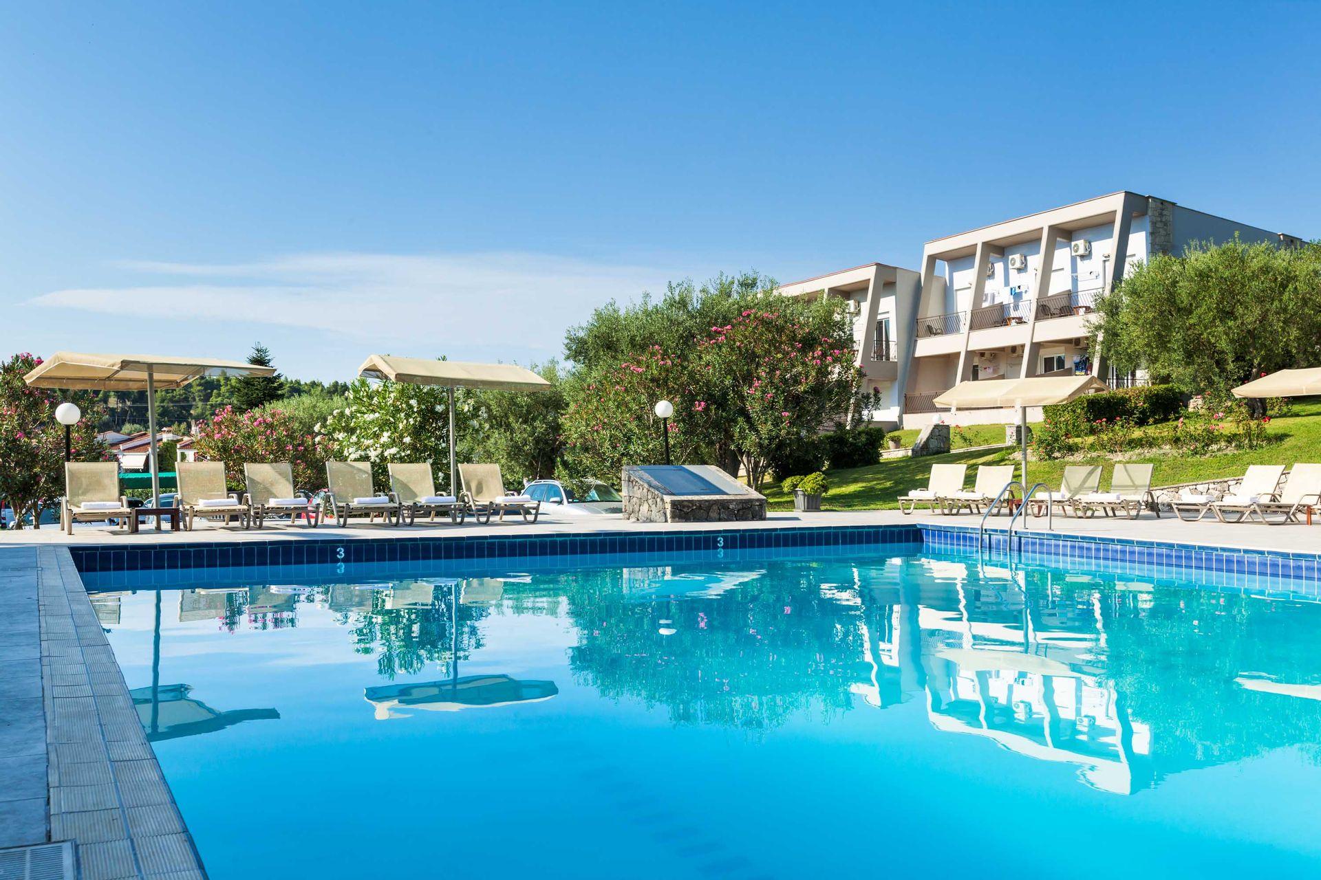 Iris Hotel - Κασσάνδρα, Χαλκιδική ✦ -10% ✦ 5 Ημέρες (4 Διανυκτερεύσεις) ✦ 2 άτομα ✦ Ημιδιατροφή ✦ 01/08/2021 έως 31/08/2021 ✦ Υπέροχη Τοποθεσία!