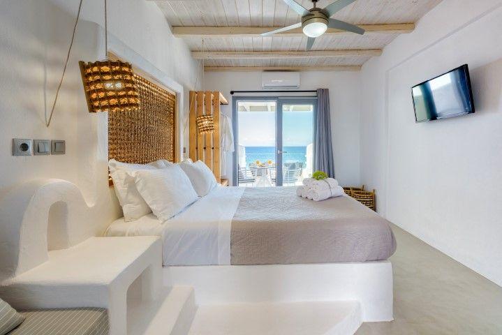 Blue Waves Suites & Apartments Paros - Πάρος ✦ 2 Ημέρες (1 Διανυκτέρευση) ✦ 2 άτομα ✦ Πρωινό ✦ 01/09/2021 έως 30/09/2021 ✦ Κοντά στη παραλία!