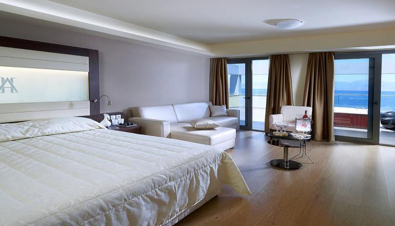 Εορτες στο Ξυλοκαστρο, στο 4 αστερων Arion Hotel! Απολαυστε 2 ημερες / 1 διανυκτερευση ΚΑΙ για τα 2 Άτομα ΚΑΙ ενα Παιδι εως 10 ετων, σε δικλινο δωματιο με Πρωινο σε Μπουφε, μονο με 79€ απο 158€ ( Έκπτωση 50%)! Προσφερεται μια επισκεψη ημερησιως στο Spa για χρηση των Sauna, Jacuzzi και Υδρομασαζ! Παρεχεται Early check in στις 10:00 και Late check out στις 16:00 για να απολαυσετε 2 γεματες ημερες! Υπαρχει δυνατοτητα επιπλεον διανυκτερευσε…