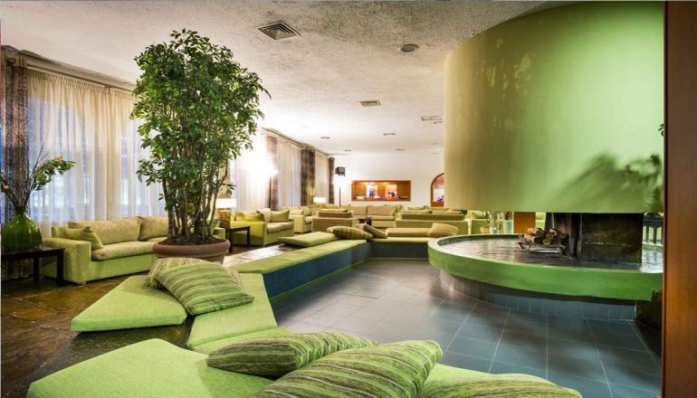 Χριστούγεννα ΚΑΙ Πρωτοχρονιά στην Ερατεινή Φωκίδας, στο 4 αστέρων Delphi Beach Hotel! Απολαύστε 3 ημέρες / 2 διανυκτερεύσεις ΚΑΙ για τα 2 Άτομα ΚΑΙ ένα Παιδί έως 12 ετών, με Πλήρη Διατροφή (Πρωινό, Μεσημεριανό και Βραδινό σε Μπουφέ) σε δίκλινο δωμάτιο, μόνο με 238€ από 476€ ( Έκπτωση 50%)! Παραμονή Χριστουγέννων και Πρωτοχρονιάς Ρεβεγιόν με συνοδεία Ζωντανής Μουσικής! Προσφέρεται Κρασί κατά την διάρκεια των γευμάτων! Παρέχεται δημιουργική απασχόληση για τους μικρούς μας φίλους και εσωτερικός παιδότοπος! Υπάρχει δυνατότητα επιπλέον διανυκτέρευσης! εικόνα