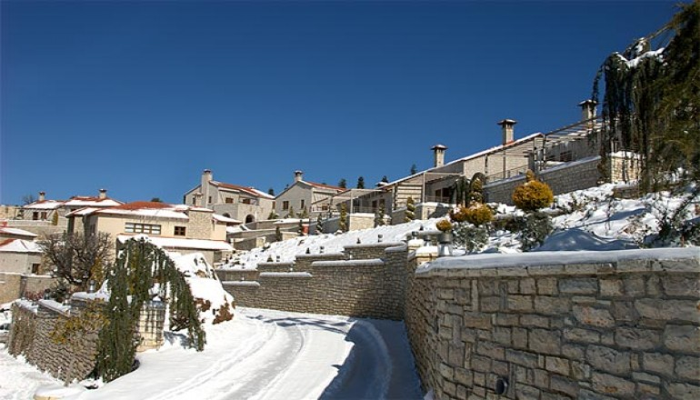 4* Castle Resort - Καλάβρυτα - Χριστούγεννα, Πρωτοχρονιά ΚΑΙ Φώτα στο 4 αστέρων Castle Resort, στα Καλάβρυτα! Απολάυστε 4 ημέρες / 3 διανυκτερεύσεις ΚΑΙ για τα 2 Άτομα ΚΑΙ ένα Παιδί έως 5 ετών σε Junior Suite με Τζάκι, Ευρύχωρο Μπαλκόνι και Πλούσιο Πρωινό, μόνο με 370€ από 740€ ( Έκπτωση 50%)! Παραμονή των Χριστουγέννων και της Πρωτοχρονιάς παρέχεται Εορταστικό