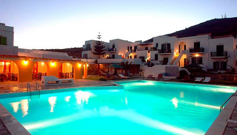 Αγίου Πνεύματος στην Τήνο, στο 4 αστέρων Porto Tango Hotel! Απολαύστε 4 ημέρες / 3 διανυκτερεύσεις για έως KAI για τα 2 Άτομα ΚΑΙ 2 Παιδιά έως 12 ετών σε Οικογενειακό δωμάτιο με Θέα Θάλασσα με Πρωινό σε Μπουφέ, μόνο με 179€ από 358€ ( Έκπτωση 50%)! Παρέχεται δωρεάν μεταφορά από και προς το λιμάνι κατά την άφιξη και την αναχώρηση, καθώς και Εarly check in και Late check out κατόπιν διαθεσιμότητας!
