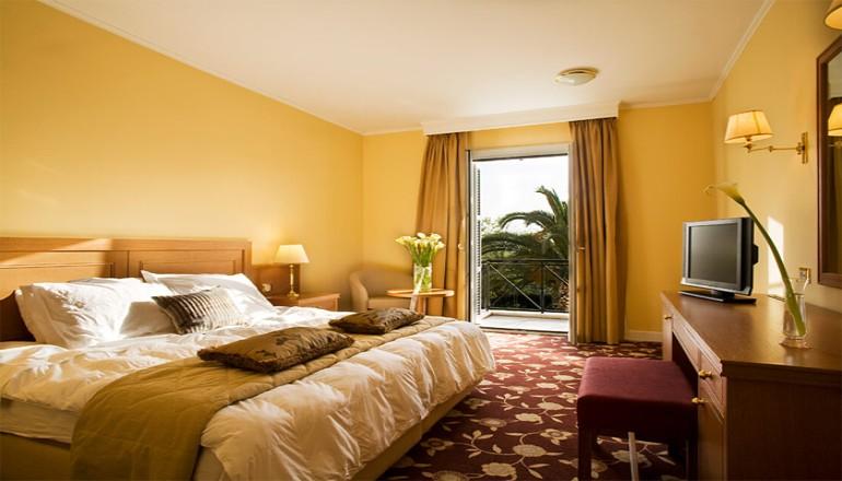 ALL INCLUSIVE τα Χριστουγεννα ΚΑΙ την Πρωτοχρονια στο 4 αστερων Amalia Nafplio Hotel, στο Ναυπλιο! Απολαυστε 4 ημερες / 3 διανυκτερευσεις ΚΑΙ για τα 2 Άτομα ΚΑΙ ενα Παιδι εως 10 ετων σε δικλινο δωματιο, μονο με 510€ απο 980€ ( Έκπτωση 50%)! Προσφερεται Πρωινο, Μεσημεριανο και Bραδινο σε Μπουφε καθως και Κρασι σε Καραφα, Μπυρες και Αναψυκτικα σε ολα τα γευματα! Παραμονη και Ανημερα Χριστουγεννων και Πρωτοχρονιας προσφερεται Εορταστικος Μ…