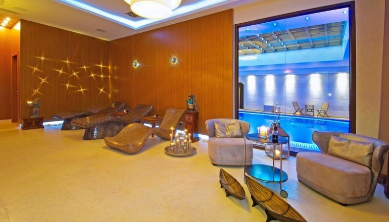 5* Mediterranean Village Hotel & Spa - Κατερίνη Πιερίας - 199€ από 398€ ( Έκπτωση 50%) ΚΑΙ για τις 3 ημέρες / 2 διανυκτερεύσεις ΚΑΙ για τα 2 Άτομα KAI 2 Παιδιά, ένα έως 14 ετών και ένα έως 3 ετών, στο 5 αστέρων Mediterranean Village Hotel & Spa με Ημιδιατροφή (Πρωινό και Βραδινό σε Μπουφέ) σε Superior δίκλινο δωμάτιο, στην Κατερίνη Πιερίας! Ελεύθερη πρόσβαση στο Κέντρο Ευεξίας Spa Venus με απεριόριστη χρήση της Εσωτερικής Πισίνας με Υδρομασάζ, του Hamam, της Sauna και του Γυμναστηρίου! Για τους μικρούς μας φίλους Παιδότοπος και Καθημερινή Προβολή Ταινιών! Παρέχεται Early check in στις 10:00 και Late check out στις 18:00 για να απολαύσετε 3 γεμάτες ημέρες! Για όσους πραγματοποιήσουν τη διαμονή τους από Κυριακή έως Πέμπτη παρέχονται 2 Massage για το σύνολο της διαμονής! Υπάρχει δυνατότητα επιπλέον διανυκτέρευσης! Η προσφορά ισχύει ΚΑΙ για την Καθαρά Δευτέρα ΚΑΙ την 25η Μαρτίου!