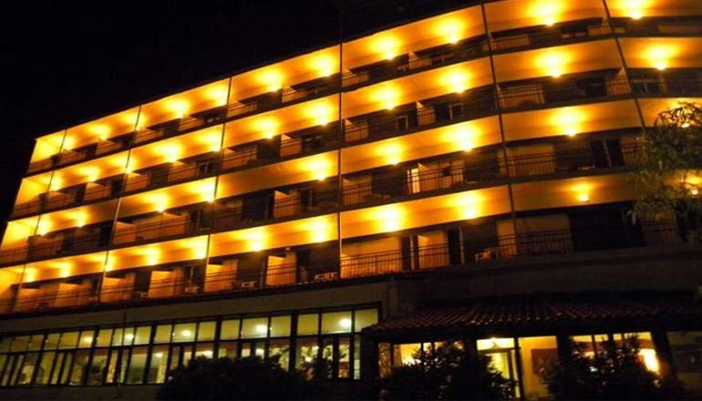 Προσφορά Ekdromi - Χριστούγεννα, Πρωτοχρονιά ΚΑΙ Φώτα στο Καρπενήσι, στο Lecadin Hotel με Θέα που κόβει την ανάσα! Απολαύστε 4 ημέρες / 3 διανυκτερεύσεις ΚΑΙ για τα 2 Άτ...