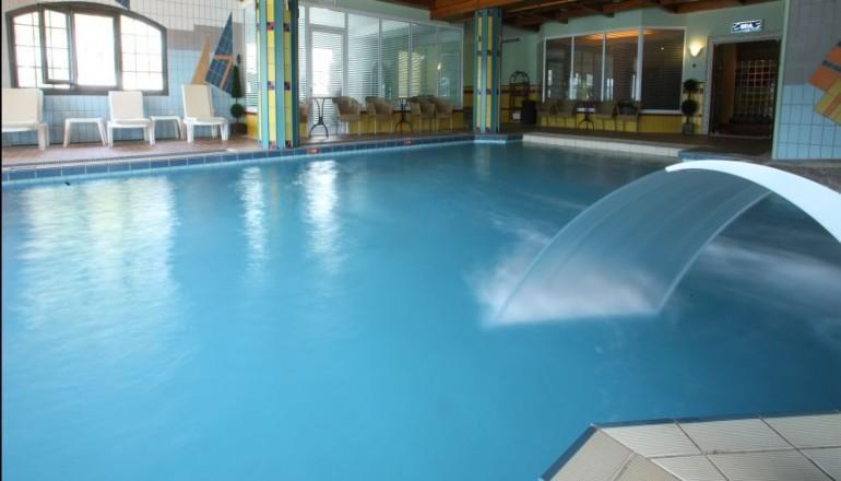 Καθαρά Δευτέρα στο Καρπενήσι, στο 5 αστέρων Montana Hotel & Spa! Απολαύστε 3 ημέρες / 2 διανυκτερεύσεις KAI για τα 2 Άτομα KAI ένα Παιδί έως 12 ετών, με Ημιδιατροφή (Πρωινό και Βραδινό σε Μπουφέ) σε δίκλινο δωμάτιο, μόνο με 319€ από 638€ (Έκπτωση 50%)! Αποκριάτικο Πάρτυ με Μουσική και Ελεύθερη χρήση της Εσωτερικής Θερμαινόμενης Πισίνας με σύστημα Jet, Νεροκουρτίνα και σύστημα αντίστροφης Κολύμβησης, Ηamam, Sauna, Solarium και του Γυμναστηρίου! Παρέχεται Ημερήσιο Πρόγραμμα Παιδικών Δραστηριοτήτων, μοναδικές Cine βραδιές με προβολή κινούμενων σχεδίων, Παιδότοπος, αίθουσα Μπιλιάρδου & Πινγκ Πονγκ! Παρέχεται Early check in και Late check out κατόπιν διαθεσιμότητας για να χαρείτε το μαγικό τοπίο του Καρπενησίου για 3 ημέρες! Υπάρχει δυνατότητα επιπλέον διανυκτέρευσης! εικόνα