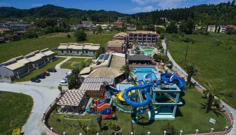 Πρωτομαγιά στην Κέρκυρα, στο 4 αστέρων Sidari Water Park Hotel! Απολαύστε 4 ημέρες / 3 διανυκτερεύσεις ΚΑΙ για τα 2 Άτομα KAI 2 Παιδιά έως 12 ετών σε Superior δίκλινο δωμάτιο με Πρωινό, μόνο με 120€ από 240€ (Έκπτωση 50%)! Παρέχεται Ελεύθερη Είσοδος στο Πάρκο με τις Νεροτσουλήθρες καθημερινά, είσοδος στην παιδική χαρά και στο φουσκωτό κάστρο για τους μικρούς μας φίλους καθώς και Early check in και Late check out κατόπιν διαθεσιμότητας!