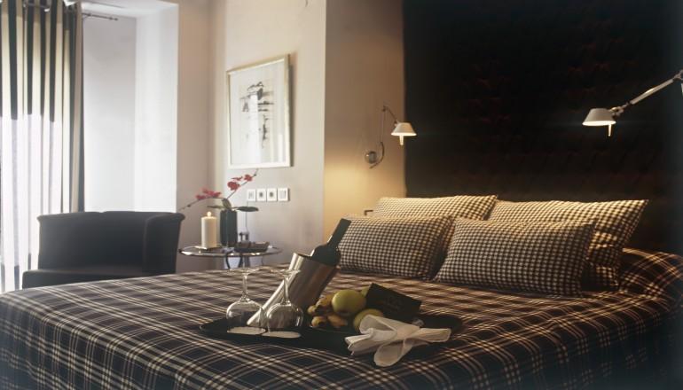 99€ από 198€ ( Έκπτωση 50%) ΚΑΙ για τις 3 ημέρες / 2 διανυκτερεύσεις KAI για τα 2 Άτομα KAI ένα Παιδί έως 6 ετών στην Καστοριά, στο Ανδρομέδα Boutique Hotel, σε δίκλινο δωμάτιο με Πρωινό! Προσφέρεται Σπιτικό Λικέρ και Γλυκό Κουταλιού! Παρέχεται Early check in και Late check out κατόπιν διαθεσιμότητας για να απολαύσετε 3 ημέρες χαλάρωσης στην όμορφη αρχοντική πόλη! Υπάρχει δυνατότητα επιπλέον διανυκτέρευσης! εικόνα