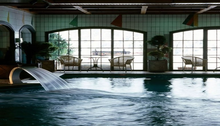 5* Montana Hotel & Spa - Καρπενήσι - 199€ από 480€ ( Έκπτωση 59%) ΚΑΙ για τις 3 ημέρες / 2 διανυκτερεύσεις ΚΑΙ για τα 2 Άτομα ΚΑΙ ένα Παιδί έως 12 ετών, στο 5 αστέρων Montana Hotel & Spa στο Καρπενήσι, με Ημιδιατροφή (Πρωινό σε American Buffet και Βραδινό) σε δίκλινο δωμάτιο! Προσφέρεται ένα Πλήρες Πακέτο Θεραπειών το οποίο περιλαμβάνει μία συνεδρία Solarium, μια Θεραπεία Προσώπου, ένα Blue Lagoon Bath και ένα Massage Foot & Leg, για το σύνολο της διαμονής! Παρέχεται Ελεύθερη Χρήση της Εσωτερικής Θερμαινόμενης Πισίνας με σύστημα Jet, Νεροκουρτίνα, σύστημα αντίστροφης Κολύμβησης, του Ηamam, της Sauna, του Jacuzzi και του Γυμναστηρίου! Για τους μικρούς μας φίλους παρέχονται μοναδικές Cine βραδιές με προβολή κινούμενων σχεδίων, Παιδότοπος, αίθουσα Μπιλιάρδου & Πινγκ Πονγκ και επιτραπέζια παιχνίδια καθώς και 20% έκπτωση για το Saloon Park με μοναδικές δραστηριότητες όπως Ιππασία, Τοξοβολία, Ραπέλ και Αναρρίχηση! Παρέχεται Early check in και Late check out κατόπιν διαθεσιμότητας!