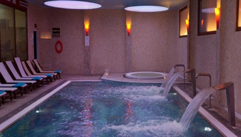 4* Aquamarina Hotel - Μάτι Αττικής - Γιορτή των Ερωτευμένων στο 4 αστέρων Aquamarina Hotel του Ομίλου XENOTEL, στο Μάτι Αττικής! Απολαύστε 2 ημέρες / 1 διανυκτέρευση ΚΑΙ για τα 2 Άτομα με Πλήρη Διατροφή (Πρωινό, Μεσημεριανό και Βραδινό) σε δίκλινο Side Sea View δωμάτιο, μόνο με 149€ από 298€ (Έκπτωση 50%)! Εορταστικό Δείπνο με Ζωντανή Μουσική καθώς και Κρασί! Προσφέρεται Κοκτέιλ Σαμπάνιας για καλωσόρισμα καθώς και Eλεύθερη χρήση του Wellness Center με Εσωτερική θερμαινόμενη Πισίνα με Θαλασσινό νερό, μηχανήματα υδρομασάζ, Hamam, Jacuzzi καθώς και Late check out στις 16:00! Υπάρχει δυνατότητα επιπλέον διανυκτερεύσεων!