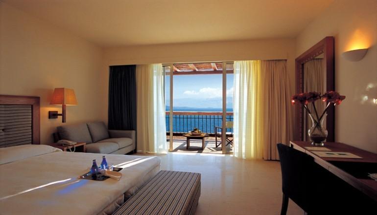 Αγιου Πνευματος στη Λευκαδα, στο 5 αστερων Ionian Blue Hotel Bungalows & Spa Resort! Απολαυστε 4 ημερες / 3 διανυκτερευσεις KAI για τα 2 Άτομα ΚΑΙ ενα Παιδι εως 12 ετων με Ημιδιατροφη (Πρωινο & Βραδινο σε Μπουφε), σε Superior δικλινο δωματιο με Θεα στη Θαλασσα, μονο με 499€ απο 998€ ( Έκπτωση 50%)! Ελευθερη χρηση της Εσωτερικης Θερμαινομενης Πισινας, της Saunas, του Hamam, του Jacuzzi και του Γυμναστηριου! Για τους μικρους μας φιλους μο…