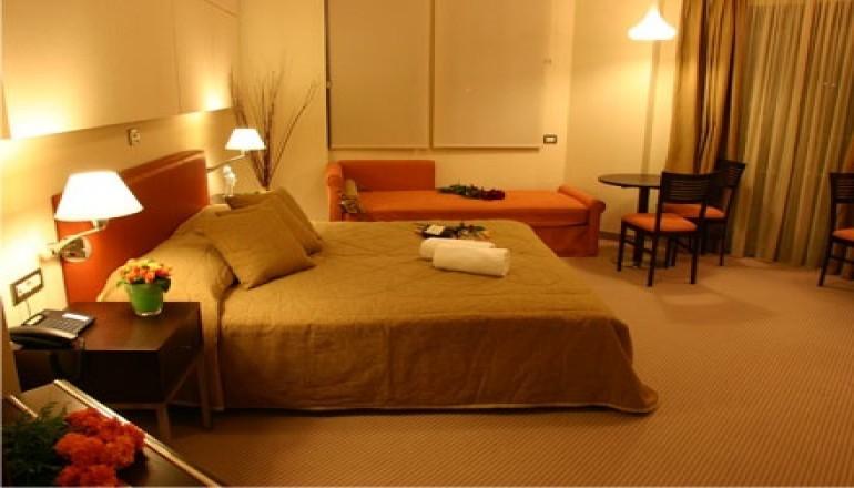 114€ από 285€ ( Έκπτωση 60%) ΚΑΙ για τις 3 ημέρες / 2 διανυκτερεύσεις ΚΑΙ για τα 2 Άτομα, μια ανάσα από το Ναύπλιο στην παραλιακή οδό Ναυπλίου Ν.Κίου, σε Superior Suite με Πλούσιο Πρωινό σε Μπουφέ στο Alexandros Boutique Hotel! Για ένα Παιδί έως 5 ετών η διαμονή είναι δωρεάν! Προσφέρεται 1 Μπουκάλι Κρασί για καλωσόρισμα και ελεύθερη πρόσβαση στο Blue Health Club για να απολαύσετε υπέροχες στιγμές στη Sauna και να κάνετε απεριόριστη χρήση του γυμναστηρίου! Παρέχεται Early Check in και Late Check out κατόπιν διαθεσιμότητας! Υπάρχει δυνατότητα επιπλέον διανυκτέρευσης!