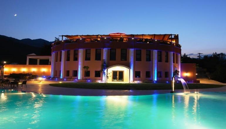 Πασχα στο 4 αστερων Mouzaki Palace Hotel & Spa, στην Καρδιτσα! Απολαυστε 4 ημερες / 3 διανυκτερευσεις KAI για τα 2 Άτομα ΚΑΙ ενα Παιδι εως 8 ετων, με Ημιδιατροφη (Πρωινο και Βραδινο σε Μπουφε) σε δικλινο δωματιο, μονο με 359€ απο 720€ ( Έκπτωση 50%)! Ανημερα του Πασχα προσφερεται Ουζακι και Τσιπουρακι με Μεζεδακια κατα το παραδοσιακο ψησιμο του οβελια και Πλουσιος Εορταστικος Μπουφες με Ζωντανη Μουσικη! Παρεχεται ελευθερη χρηση της Εσωτ…