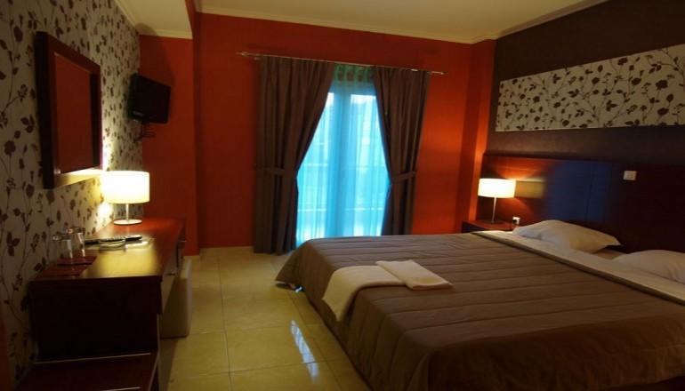 2 νύχτες ΚΑΙ για τα 2 Άτομα σε δίκλινο δωμάτιο με Υδρομασάζ - Χαμάμ και Πρωινό στην Αριδαία μια ανάσα από τα Λουτρά Πόζαρ, στο Lidra Hotel! εικόνα