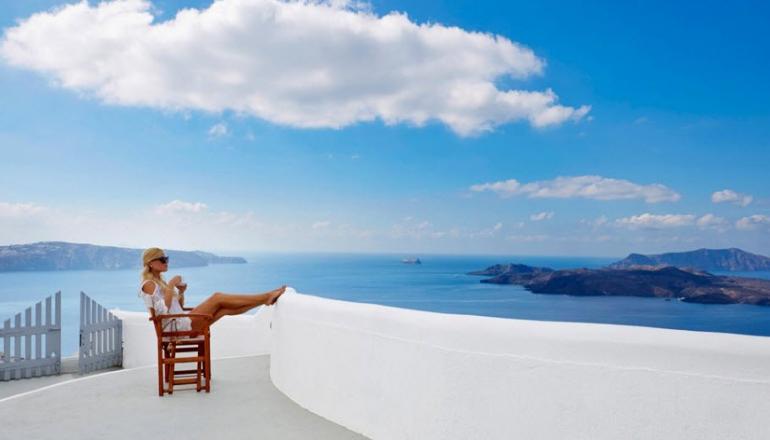 Πάσχα στο 5 αστέρων Volcano View Hotel μέλος της Caldera Collection, στη Σαντορίνη! Απολαύστε 4 ημέρες / 3 διανυκτερεύσεις ΚΑΙ για τα 2 Άτομα, σε δίκλινο δωμάτιο με Θέα Θάλασσα και Πρωινό σε Μπουφέ, μόνο με 419€ από 735€ (Έκπτωση 43%)! Υπάρχει δυνατότητα επιπλέον διανυκτέρευσης!