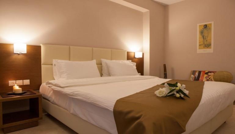 4* AAR Hotel & Spa - Ιωάννινα - 119€ από 238€ ( Έκπτωση 50%) ΚΑΙ για τις 3 ημέρες / 2 διανυκτερεύσεις ΚΑΙ για τα 2 Άτομα ΚΑΙ ένα Παιδί έως 12 ετών στα Ιωάννινα, στο 4 αστέρων AAR Hotel & Spa, σε Executive δίκλινο δωμάτιο με Πρωινό σε Μπουφέ! Παρέχεται Υδροθεραπεία και Ελεύθερη χρήση του Γυμναστηρίου καθημερινά καθώς και Δωρεάν μεταφορά από και προς το αεροδρόμιο! Προσφέρεται Welcome Drink στο δωμάτιο κατά την άφιξη καθώς και Early check in στις 10:00 και Late check out στις 18:00 για να απολαύσετε 3 γεμάτες ημέρες! Υπάρχει δυνατότητα επιπλέον διανυκτέρευσης!