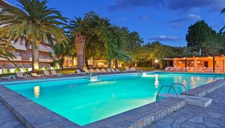 Προσφορά Ekdromi - ALL INCLUSIVE στο Long Beach Resort Hotel στο Αίγιο 1,5 ώρα από την Αθήνα ΚΑΙ για τις 4 ημέρες / 3 διανυκτερεύσεις ΚΑΙ για τα 2 Άτομα KAI ένα Παιδί έω...