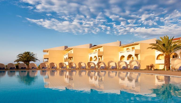 ALL INCLUSIVE στο 4 αστερων Cephalonia Palace Hotel KAI για τις 4 ημερες / 3 διανυκτερευσεις KAI για τα 2 Άτομα ΚΑΙ ενα Παιδι εως 12 ετων σε δικλινο δωματιο, μονο με 231€ απο 462€ (Έκπτωση 50%), στην Κεφαλονια! Παρεχεται Πλουσιο Πρωινο, Μεσημεριανο και Βραδινο σε Μπουφε καθως και ποτα σε ολα τα γευματα! Προσφερονται Αναψυκτικα, Νερο, Βαρελισια Μπυρα, Κρασι, Καφεδες και Snack στα Μπαρ του ξενοδοχειου κατα την διαρκεια της ημερας! Kids Ar…