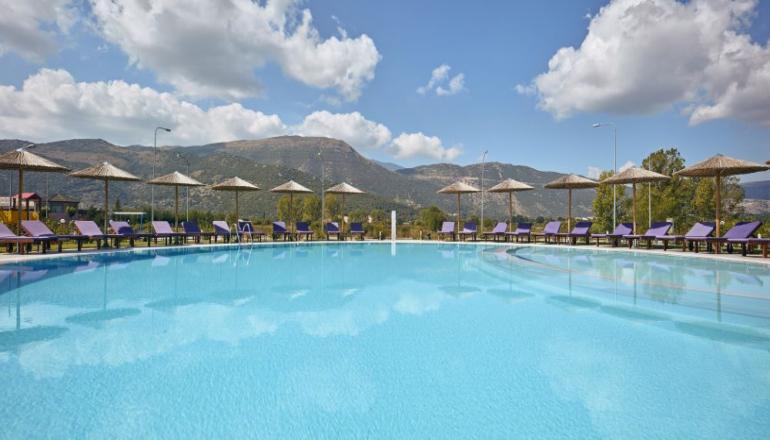 119€ από 238€ ( Έκπτωση 50%) ΚΑΙ για τις 3 ημέρες / 2 διανυκτερεύσεις ΚΑΙ για τα 2 Άτομα ΚΑΙ ένα Παιδί έως 12 ετών στα Ιωάννινα, στο 4 αστέρων AAR Hotel & Spa, σε Executive δίκλινο δωμάτιο με Πρωινό σε Μπουφέ! Παρέχεται Υδροθεραπεία και Ελεύθερη χρήση του Γυμναστηρίου καθημερινά καθώς και Δωρεάν μεταφορά από και προς το αεροδρόμιο! Προσφέρεται Welcome Drink στο δωμάτιο κατά την άφιξη καθώς και Early check in στις 10:00 και Late check out στις 18:00 για να απολαύσετε 3 γεμάτες ημέρες! Υπάρχει δυνατότητα επιπλέον διανυκτέρευσης!