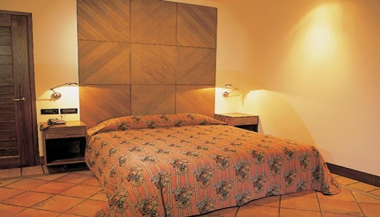 5* AVARIS Hotel - Καρπενήσι - Φώτα KAI από 28/12 έως 30/12 στο 5 αστέρων AVARIS Hotel, στο Καρπενήσι! Απολαύστε 3 ημέρες / 2 διανυκτερεύσεις KAI για τα 2 Άτομα ΚΑΙ 2 Παιδιά, ένα έως 12 και ένα έως 6 ετών, με Πλήρη Διατροφή (Πρωινό, Μεσημεριανό και Βραδινό σε Μπουφέ) σε δίκλινο δωμάτιο, μόνο με 299€ από 598€ ( Έκπτωση