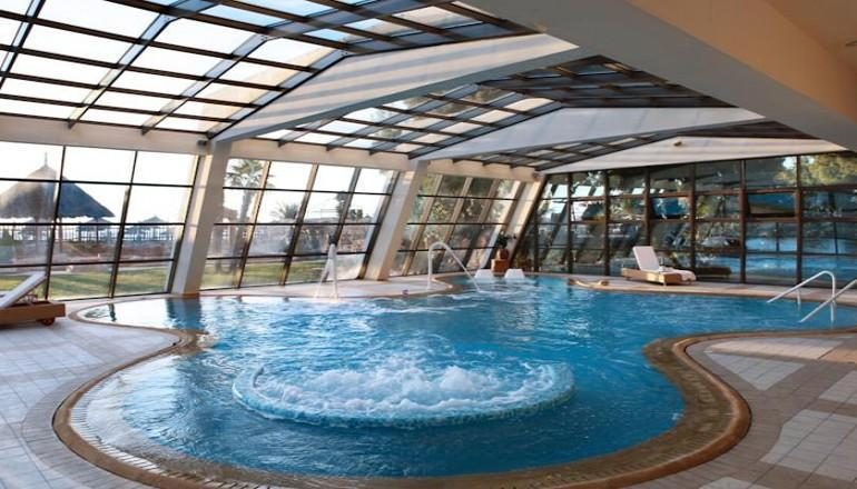 Φωτα στο 5 αστερων Porto Carras Grand Resort Meliton, στην Χαλκιδικη! Αποδραστε ΚΑΙ για τις 3 ημερες / 2 διανυκτερευσεις ΚΑΙ για τα 2 Άτομα ΚΑΙ 2 Παιδια, ενα εως 12 και ενα εως 4 ετων, σε δικλινο δωματιο GV με Πρωινο, μονο με 258€ απο 380€ ( Έκπτωση 32%)! Ανημερα των Φωτων προσφερεται Εορταστικο Δειπνο! Κερασμα καλωσορισματος στο δωματιο! Ελευθερη χρηση των εγκαταστασεων του Spa με Sauna, Γυμναστηριο καθως και Ελευθερη χρηση της Εσωτερι…