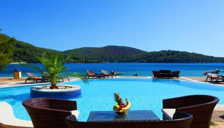 99€ από 198€ ( Έκπτωση 50%) KAI για τις 3 ημέρες / 2 διανυκτερεύσεις ΚΑΙ για τα 2 Άτομα KAI 2 Παιδιά ένα έως 8 και ένα έως 2 ετών στη Σκόπελο, στο Blue Green Bay του Oμίλου Spyrou Hotels & Companies, σε δίκλινο δωμάτιο και Πρωινό σε Μπουφέ, μία ανάσα από το κύμα! Παρέχεται 20 % έκπτωση στα ατομικά ακτοπλοϊκά εισιτήρια με τη Hellenic Seaways με συμβατικά και ταχύπλοα και 20% για το εισιτήριο του οχήματος και για τις 2 διαδρομές! Προσφέρεται Welcome drink καθώς και Early check in και Late check out κατόπιν διαθεσιμότητας! Υπάρχει δυνατότητα επιπλέον διανυκτέρευσης! Η προσφορά ισχύει ΚΑΙ για το Πάσχα! εικόνα