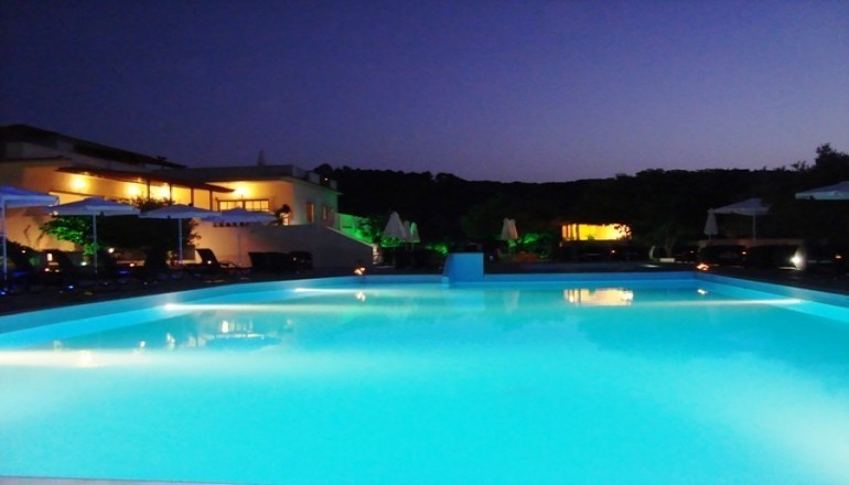 ALL INCLUSIVE στο 5 αστερων Skopelos Holidays Hotel & Spa του Ομιλου Spyrou Hotels ΚΑΙ για τις 3 ημερες / 2 διανυκτερευσεις KAI για τα 2 Άτομα KAI 2 Παιδια, ενα εως 12 ετων και ενα εως 2 ετων σε δικλινο δωματιο στη Χωρα Σκοπελου, μονο με 278€ απο 556€ (Έκπτωση 50%)! Παρεχεται Πρωινο σε Μπουφε, Μεσημεριανο και Βραδινο σε Μπουφε και Απεριοριστη Καταναλωση σε Καφε, Αναψυκτικα, Κρασι, Μπυρα και Ουζο! Προσφερονται 2 Antistress Head Massages …
