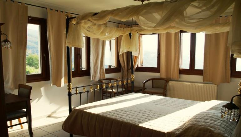 """Αρχοντικό Καραμαρλής """"Ο Ξενώνας"""" - Μακρινίτσα Πηλίου - 129€ από 258€ ( Έκπτωση 50%) ΚΑΙ για τις 3 ημέρες / 2 διανυκτερεύσεις ΚΑΙ για τα 2 Άτομα ΚΑΙ ένα Παιδί έως 6 ετών με Ημιδιατροφή (Πρωινό και Μεσημεριανό ή Βραδινό), στo κέντρο της γραφικής Μακρινίτσας Πηλίου, στο Αρχοντικό Καραμαρλής """"Ο Ξενώνας"""", σε δίκλινο δωμάτιο! Παρέχεται Early check in και Late check out κατόπιν διαθεσιμότητας! Απολαύστε 3 ημέρες άνεσης και ξεκούρασης! Υπάρχει δυνατότητα επιπλέον διανυκτέρευσης! Διατίθεται ειδική προσφορά για την Καθαρά Δευτέρα ΚΑΙ την 25η Μαρτίου!"""