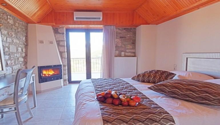Θέρμιος Απόλλων - Λίμνη Τριχωνίδα - Καθαρά Δευτέρα ΚΑΙ 25η Μαρτίου στη Λίμνη Τριχωνίδα, στο Θέρμιος Απόλλων! Απολαύστε 4 ημέρες / 3 διανυκτερεύσεις KAI για τα 2 Άτομα ΚΑΙ ένα Παιδί έως 3 ετών, σε Πέτρινο Σαλέ με Τζάκι και Πρωινό, μόνο με 149€ από 298€ (Έκπτωση 50%)! Προσφέρεται ένα Μπουκάλι Κρασί με Ποικιλία Τυριών για καλωσόρισμα και Ξύλα για το Τζάκι! Παρέχεται Early check in στις 10:00 και Late check out στις 18:00 για να απολαύσετε 4 γεμάτες εορταστικές ημέρες! Υπάρχει δυνατότητα επιπλέον διανυκτέρευσης!
