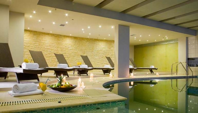 219€ από 438€ ( Έκπτωση 50%) ΚΑΙ για τις 3 ημέρες / 2 διανυκτερεύσεις ΚΑΙ για τα 2 Άτομα ΚΑΙ ένα Παιδί έως 6 ετών στο 4 αστέρων Domotel Neve Mountain Resort στο Καϊμακτσαλάν, σε δίκλινο δωμάτιο με Παραδοσιακό Πρωινό σε Μπουφέ! Παρέχεται ένα Full body Massage Aromatherapy 60 λεπτών και ένα Full body Peeling για βαθιά απολέπιση σώματος 20 λεπτών! Ελεύθερη Χρήση του Spa & Fitness Centre το οποίο περιλαμβάνει Εσωτερική Θερμαινόμενη Πισίνα, Sauna, Hamam, Jacuzzi, Θερμαινόμενο Ποδόλουτρο και Γυμναστήριο! Προσφέρεται ένα Μπουκάλι Κρασί στο δωμάτιο! Παρέχεται Early check in και Late check out κατόπιν διαθεσιμότητας!Υπάρχει δυνατότητα επιπλέον διανυκτέρευσης!