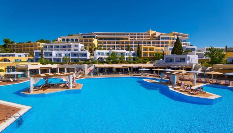 Πασχα στο 4 αστερων Mare Nostrum Hotel Thalasso του Ομιλου XENOTEL, στη Βραυρωνα Αττικης! Απολαυστε για 3 ημερες / 2 διανυκτερευσεις KAI για τα 2 Άτομα ΚΑΙ ενα Παιδι εως 12 ετων με Ημιδιατροφη (Πρωινο και Βραδινο σε Μπουφε) σε δικλινο δωματιο, μονο με 249€ απο 498€ (Έκπτωση 50%)! Παρεχονται Ποτα στο Αναστασιμο και Πασχαλινο γευμα και Ανημερα του Πασχα προσφερεται Παραδοσιακο ψησιμο του Οβελια με Πλουσιο Εορταστικο Γευμα και Ζωντανη Μουσ…