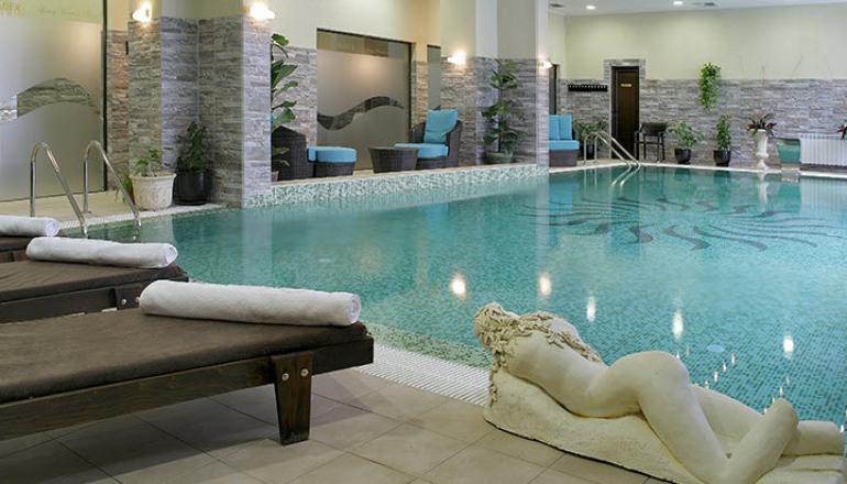 99€ από 198€ ( Έκπτωση 50%) ΚΑΙ για τις 2 ημέρες / 1 διανυκτέρευση ΚΑΙ για τα 2 Άτομα ΚΑΙ ένα Παιδί έως 6 ετών, στο 5 αστέρων Premier Luxury Mountain Resort μέλος των Small Luxury Hotels of the World, με Ημιδιατροφή (Πρωινό και Δείπνο σε Μπουφέ ή Σερβιριζόμενο) σε Superior Suite, στο Μπάνσκο! Προσφέρονται Κρασί και Φρούτα ή Σοκολατάκια στο δωμάτιο! Παρέχεται Ελεύθερη χρήση της Εσωτερικής Πισίνας, της Σάουνα, του Χαμάμ, του Τζακούζι και του Γυμναστηρίου! Υπάρχει δυνατότητα επιπλέον διανυκτέρευσης! Η προσφορά ισχύει ΚΑΙ για την 25η Μαρτίου! εικόνα